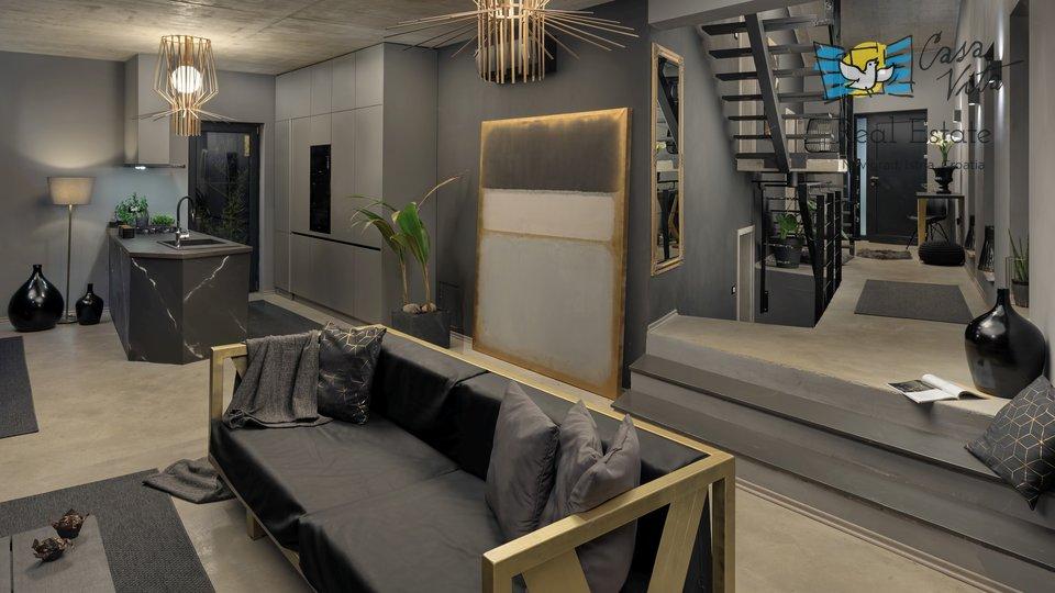 Kuća, 195 m2, Prodaja, Poreč