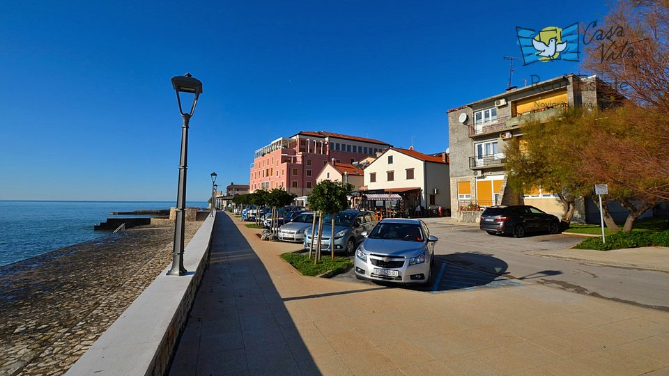 Stan u centru Novigrada, prvi red do mora