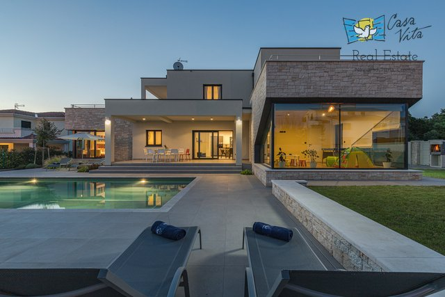Nice and modern house 2km from the sea with sea view!