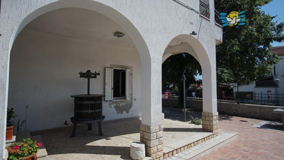 Two houses and a restaurant near Porec!