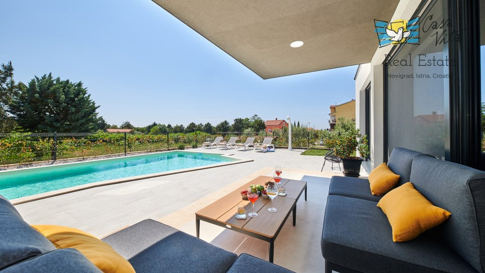 Modern and beautifully decorated villa located in a quiet location in Novigrad!