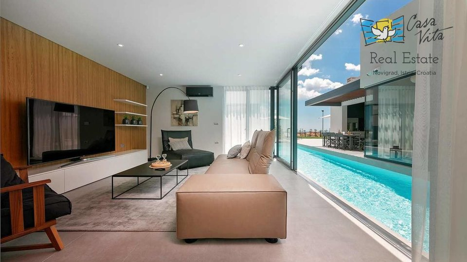 Luxury and modern villa 8 km from the sea!