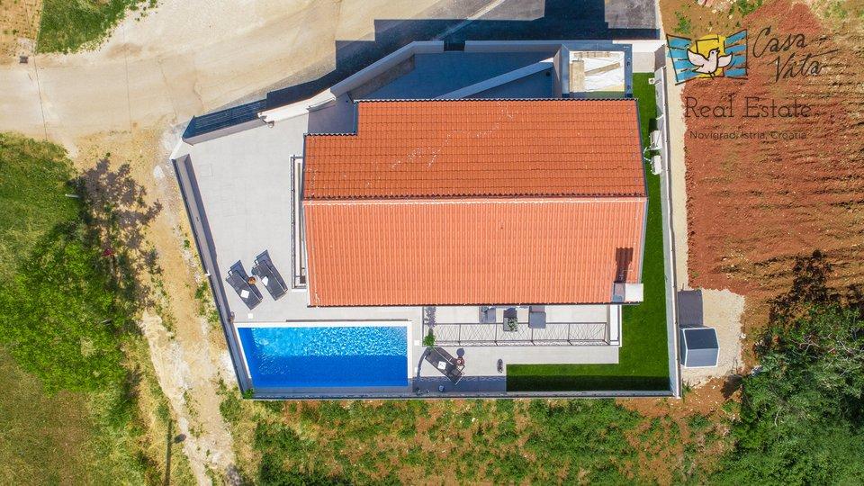 Lijepa  i moderna vila u okolici Novigrada, sa predivnim pogledom!