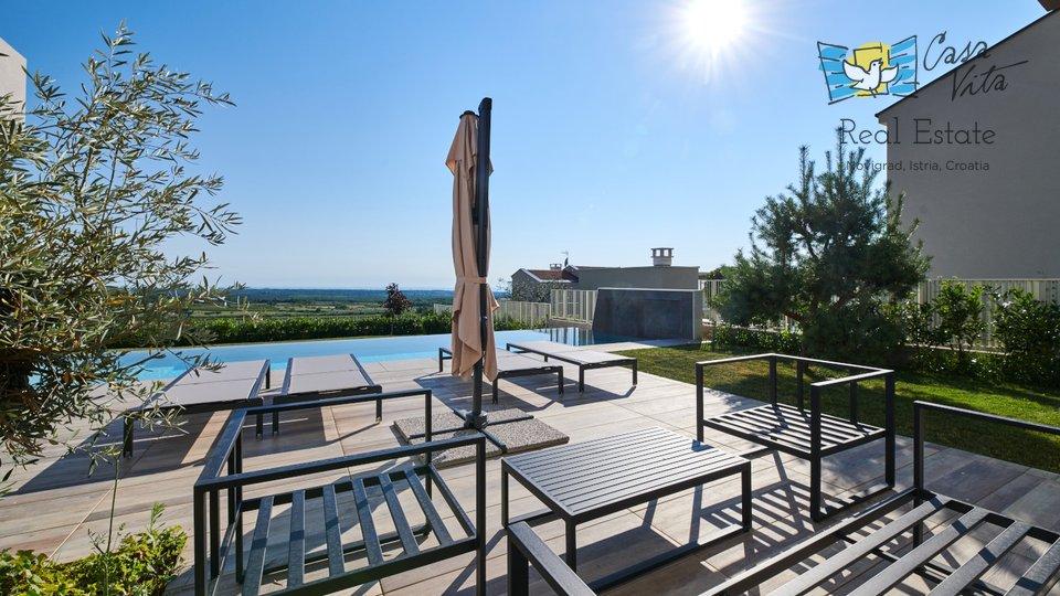 Prekrasna vila  modernog dizajna sa predivnim pogledom na more!