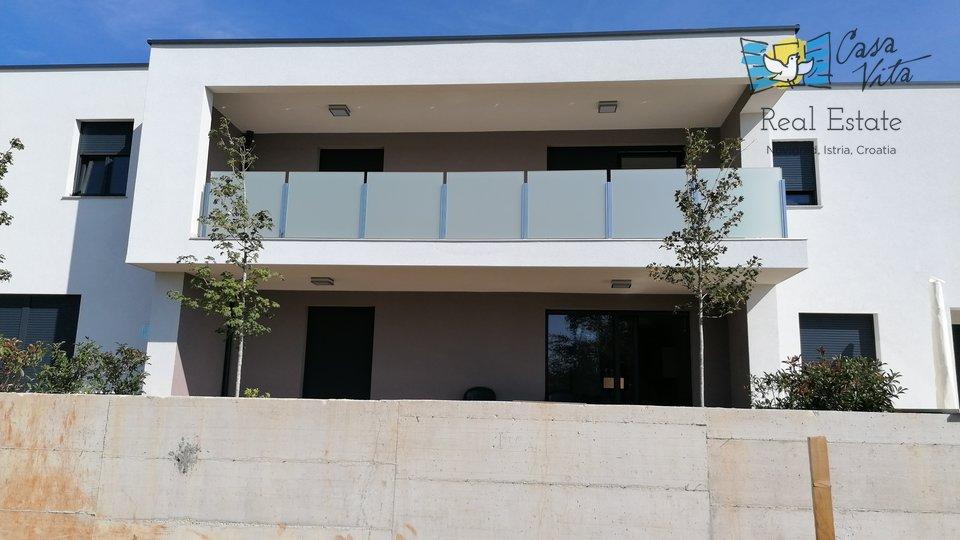Nuovo edificio a Novigrad, a 800 metri dal mare!