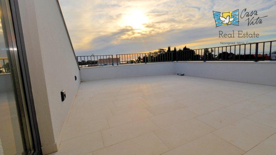 Lijep stan na prvom katu ,sa galerijom i krovnom terasom- predivan pogled na more!