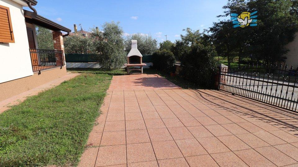 Lijepa kuća sa bazenom u okolici Poreča!