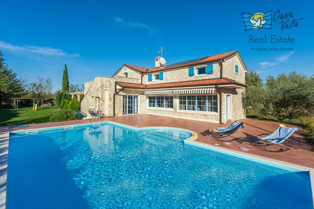 Predivna kamena vila sa tri stambene jedinice, velikim bazenom i prostranim vrtom!
