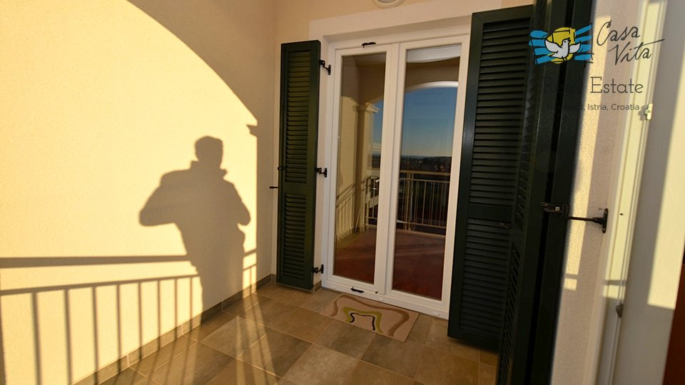 Spacious apartment in Novigrad with four bedrooms!