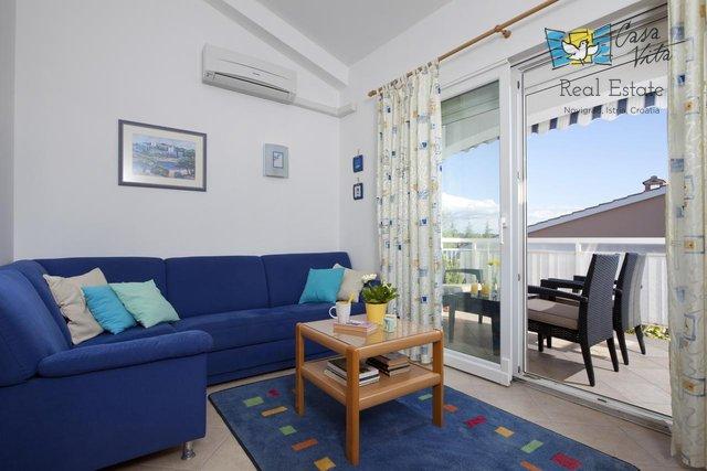 Lijep stan u blizini mora, restorana, škole!