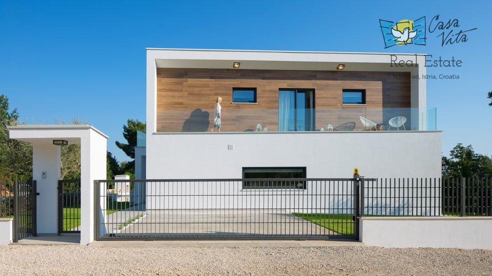Villa di architettura moderna vicino a Parenzo, a 800 metri dal mare!