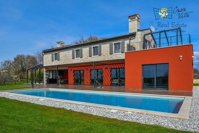 Diese Luxusvilla befindet sich in einem ruhigen istrischen Dorf in der Nähe von Vižinada!