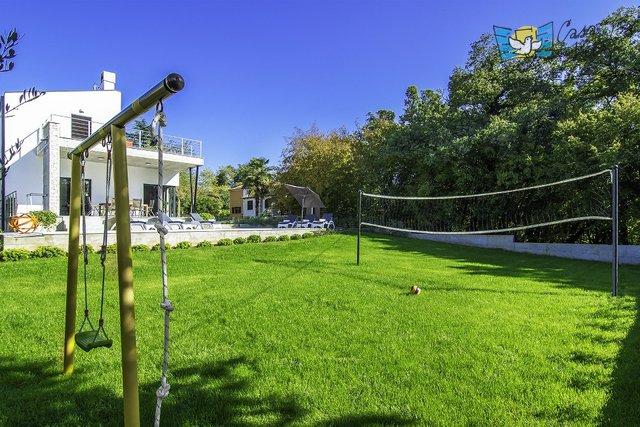 Villa moderna con ampio giardino a 2km dal mare!