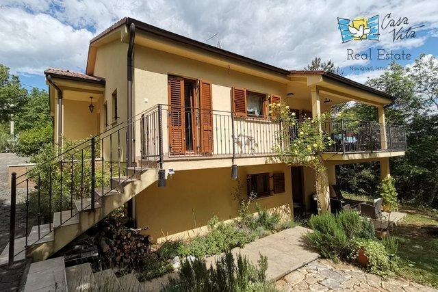 Kuća u okolici Poreča sa dva stana i velikom okućnicom!