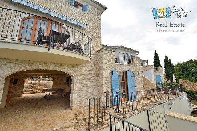 Kamena kuća u okolici grada Buja!