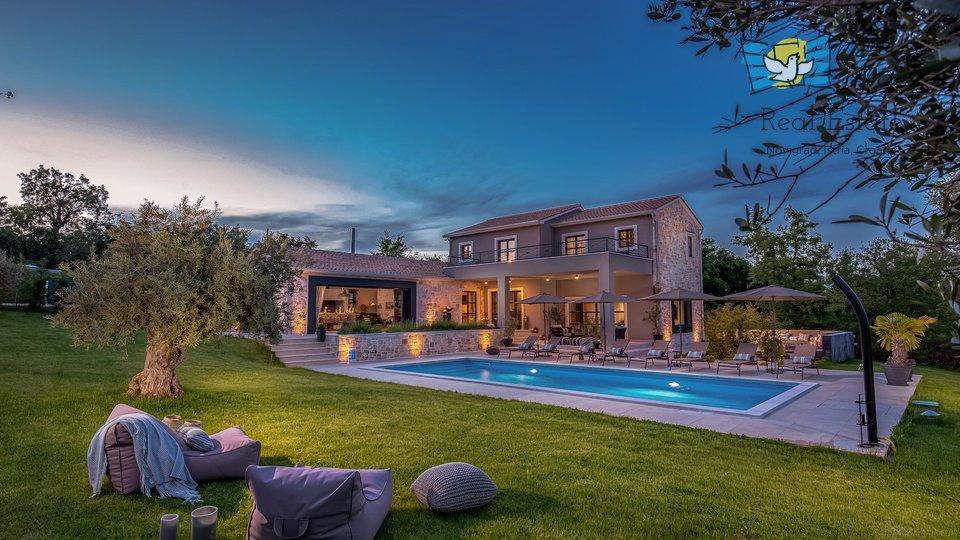 Prekrasna vila modernog dizajna u srcu Istre!