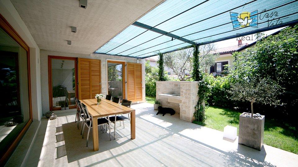 Moderna kuća na super lokaciji u  Novigradu, 350m od mora!
