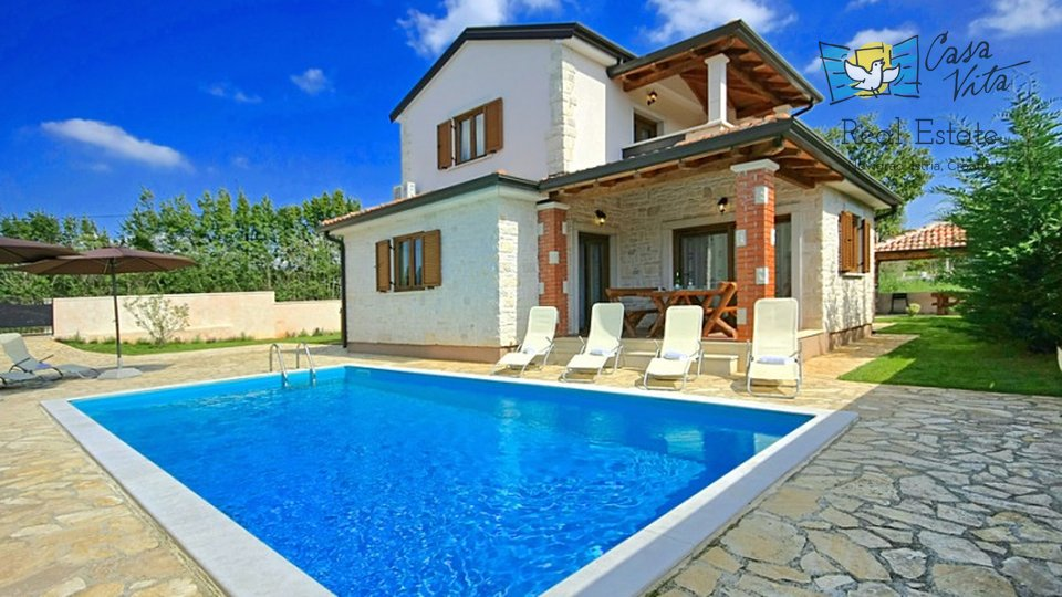 Detached house with wimming pool