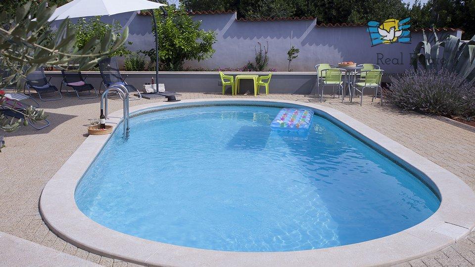 Lijepa kuća na mirnoj lokaciji sa bazenom!